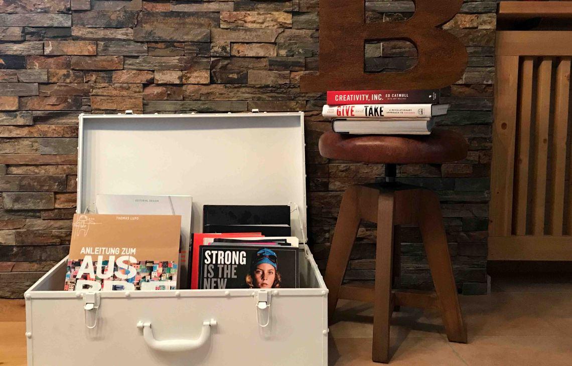 header_bookshelf